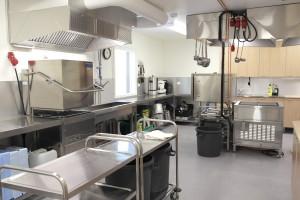 Uutuutta kiiltävä keittiö